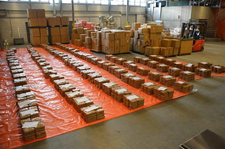 2900 kilo coke onderschept waalhaven